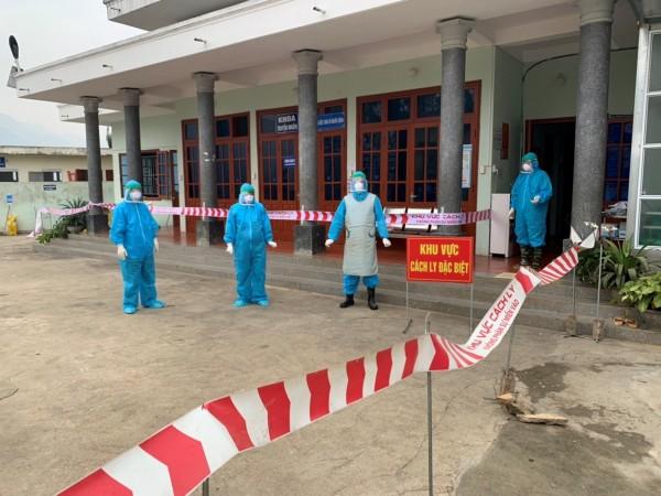Bệnh viện đa khoa huyện Xín Mần chung tay cùng cộng đồng đẩy lùi Covid-19.