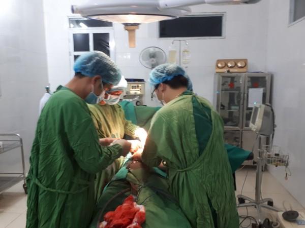 Bệnh viện đa khoa Xín Mần cấp cứu thành công bệnh nhân sốc chấn thương, vỡ lách