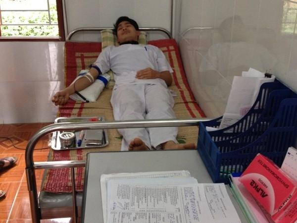 Thầy thuốc tình nguyện  hiến máu cứu người bệnh