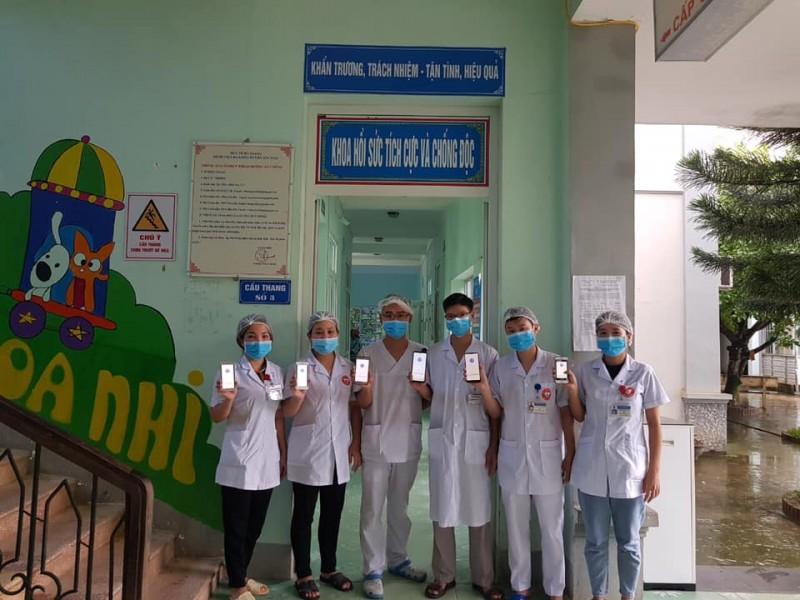 Bệnh viện đa khoa Xín Mần, đẩy mạnh tuyên truyền, vận động, hỗ trợ người bệnh, người nhà người bệnh cài đặt ứng dụng Bluezone.